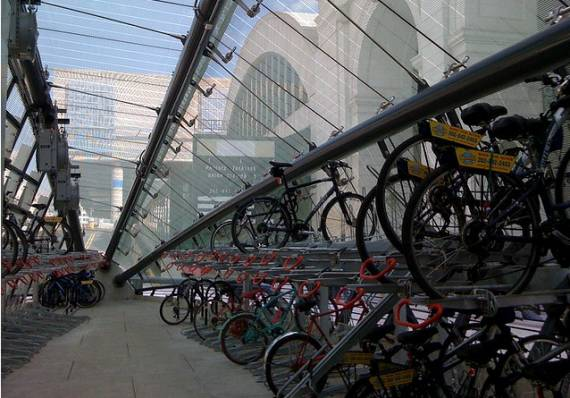 Thanks to the 2009 Call to Projects, the Figueroa Corridor could be getting a Bikestation.  Photo:
