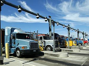 Trucks entering the Port of Los Angeles.  Photo: Port of Los Angeles/ENS