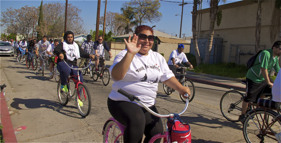 Riders leave Imperial Courts and head toward Mona Park. Sahra Sulaiman/LA Streetsblog