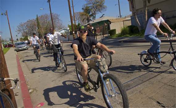 Riders make their way toward Mona Park. Sahra Sulaiman/LA Streetsblog