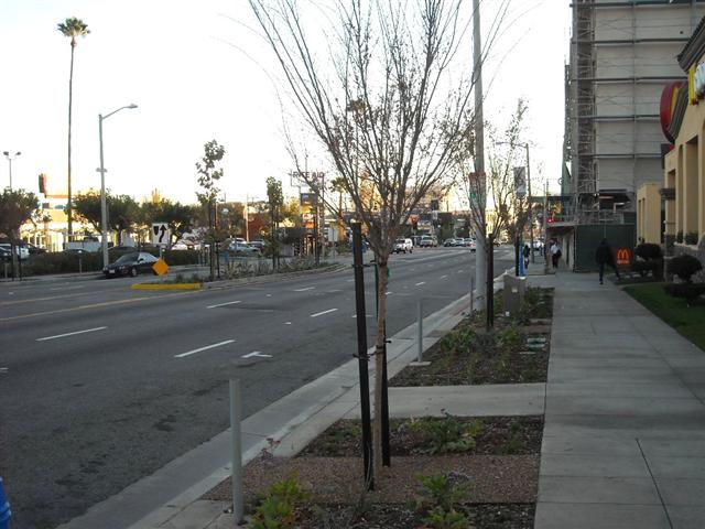 La Brea Avenue, between Santa Monica Blvd & Lexington: Finally, a small center-median appears. But still we're facing that same ugly naked sidewalk, with no decent pavement or other pedestrian-friendly amenities.