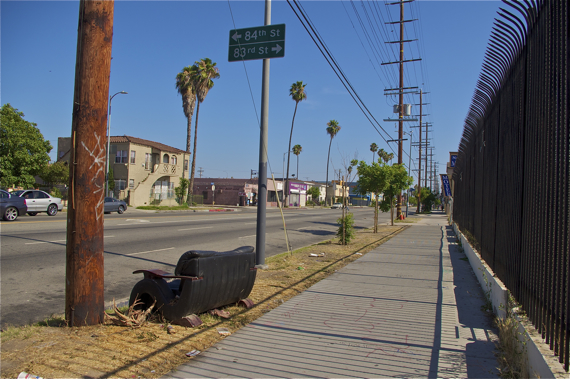 A lot on Figueroa accumulates furniture and other trash (out of frame). Sahra Sulaiman/Streetsblog LA