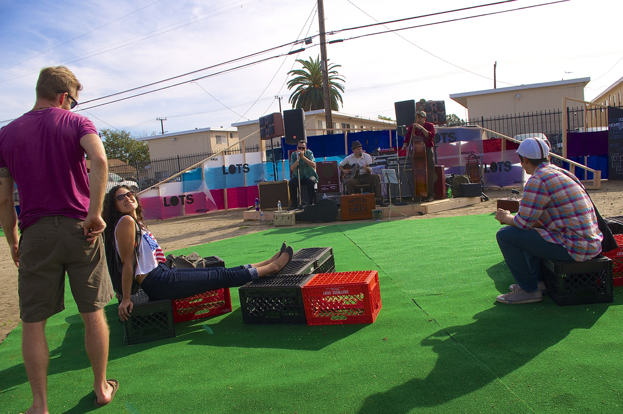 The Free Lots! site on MLK Blvd. featured live music and activities for kids. Sahra Sulaiman/Streetsblog L.A.