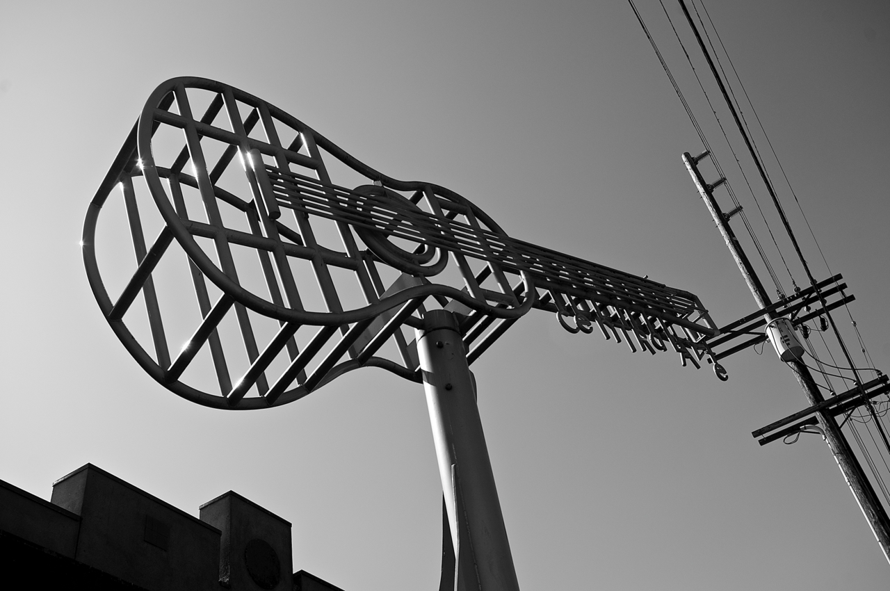 A guitar sculpture at Vernon and Central Avenues nods to Central's important place in history, both in music and in race relations. Sahra Sulaiman/Streetsblog L.A.