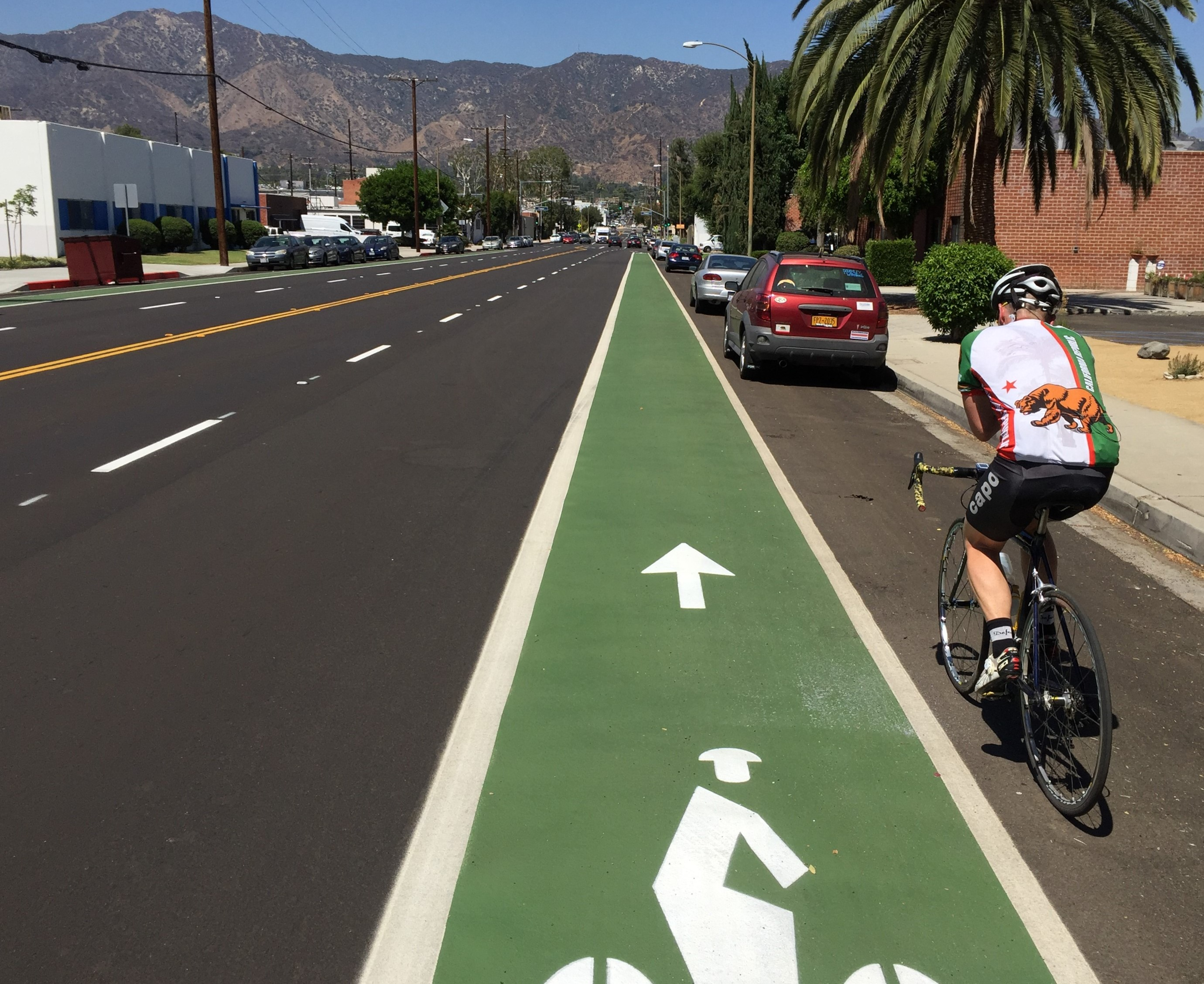 Glendale's new green bike lanes on Sonora Avenue. Photos by Joe Linton/Streetsblog L.A.