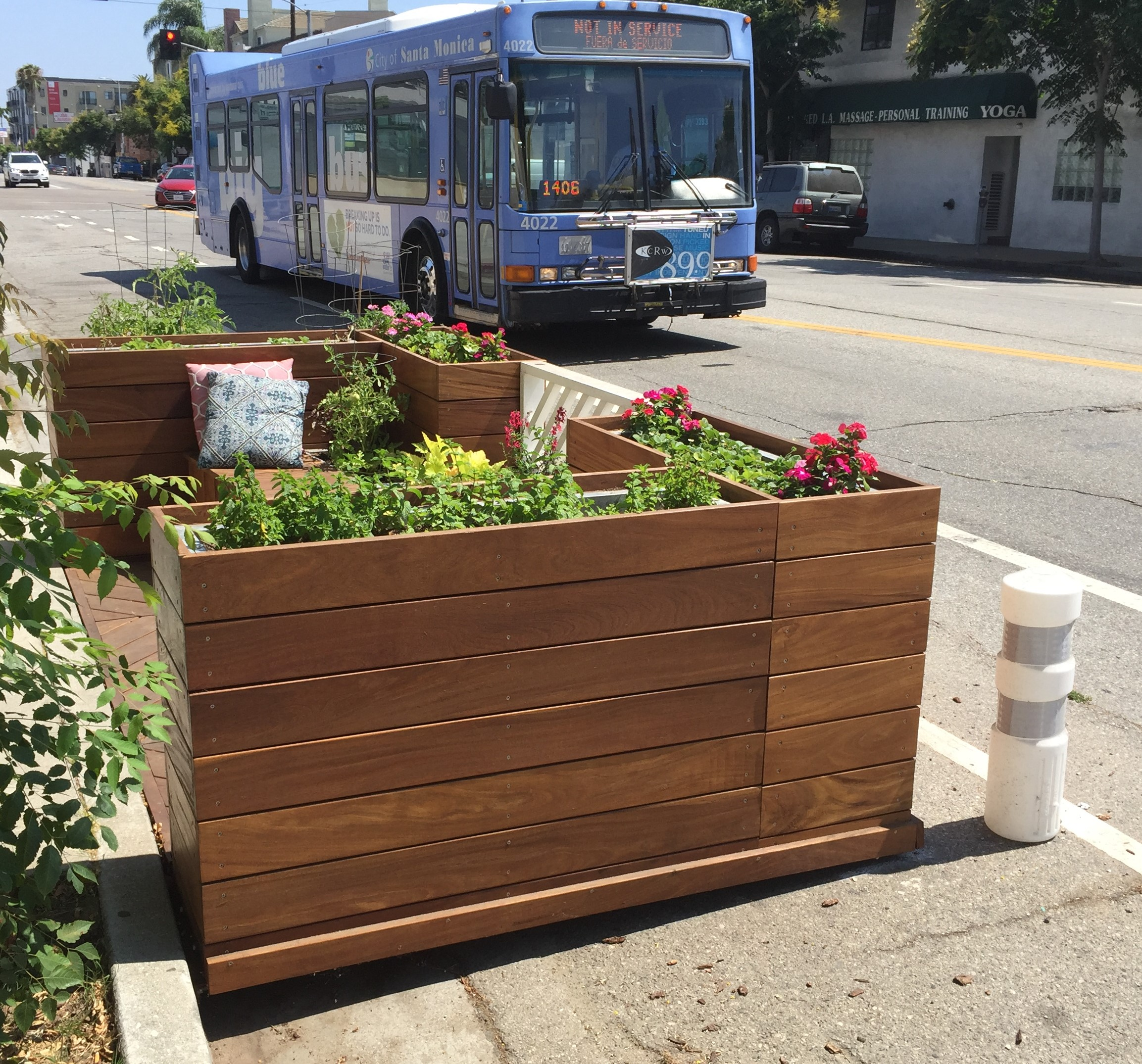 Motor Avenue celebrates two new parklets this week. Photos: Joe Linton/Streetsblog L.A.